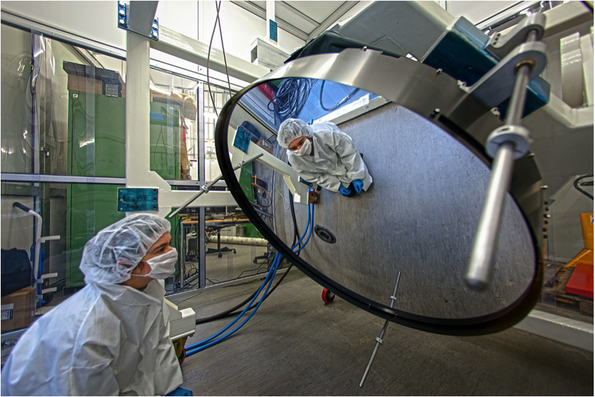 The Adaptive Secondary Mirror of the VLT is 1.12 m in diameter and extremely thin: the glass shell is only 2 mm thick. Being so thin, it can be easily deformed, and 1170 actuators act on the back of the glass to correct in real time the distortions induced by the Earth's atmosphere in the observed images.